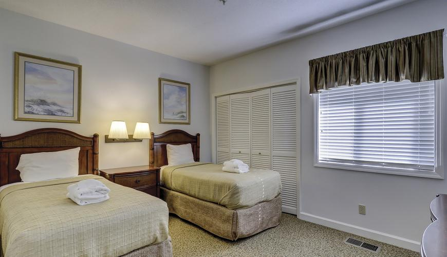 Bedroom #2 with two twin beds