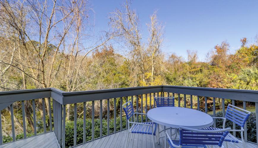 Large Decks with scenic views