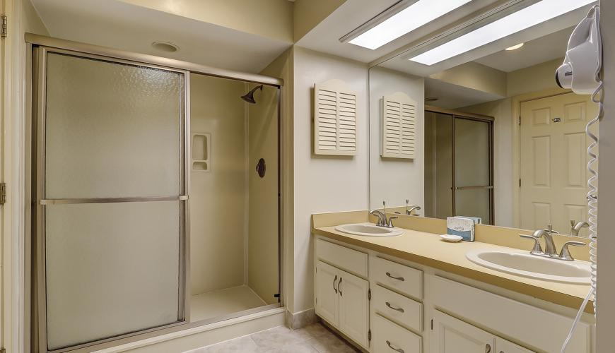 Master Bath With Separate Shower